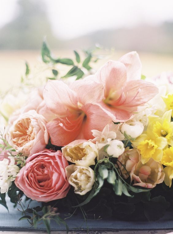all-things-bright-and-beyootiful:  Florals: JL Designs // Photography: Braedon Photography