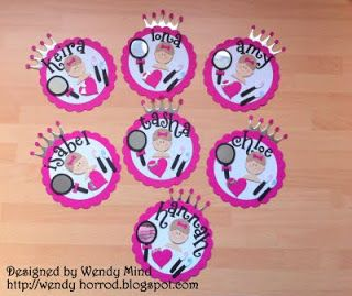 Wendy Horrod - confessions of a Quickutz addict!: Badges for my niece's birthday