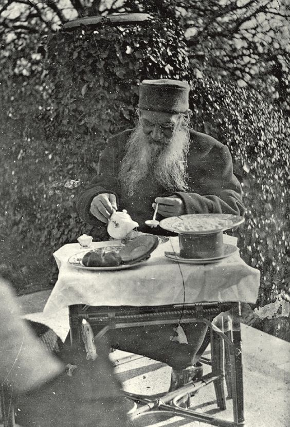 Leo Tolstoy (1828 – 1910) is having his breakfast. 1901. #Leo_Tolstoy: