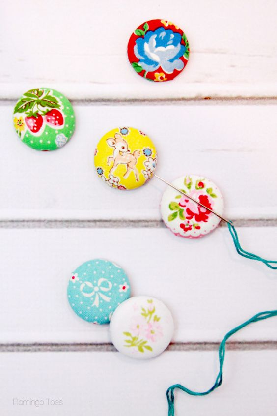 Cute Magnetic Needle Minders http://www.flamingotoes.com/2015/03/diy-magnetic-needle-minders/
