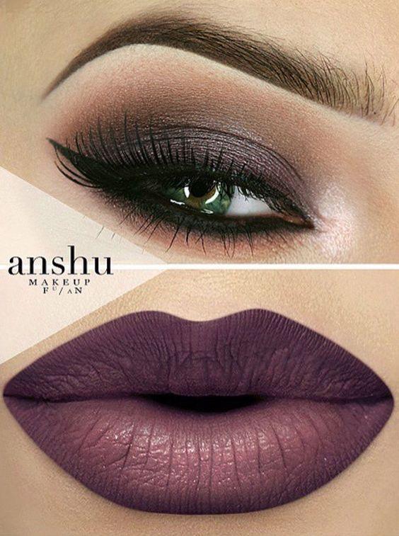 3 ideas de maquillajes de ojos y boca- Propuesta 3- Labios con tonalidades violeta y profundidad en café y labios color uva. Este estilo es un poco más dramático y se ve increíble.