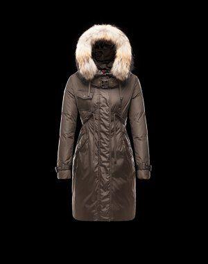 MONCLER PHALANGERE  Le manteau doudoune est un incontournable de la garde-robe hivernale. Ce modèle,proposé par Moncler, à la fois sobre et casual, est idéal pour vous tenir chaud et permettre de rester tendance aussi bien à la ville qu'à la montagne.  €353, Jusqu'à -77%  Acheter maintenant: http://www.monclerfr.com/doudoune-femme-fourrure.html
