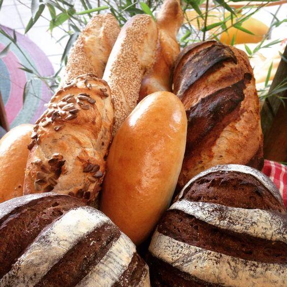 Pan de centeno, de masa madre y baguettes con semillas