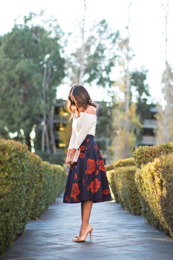 Petite Fashion Blog Lace And Locks Los Angeles Fashion Blogger Floral Midi Skirt Chicwish