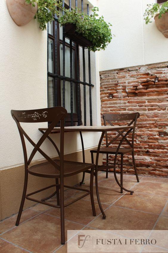 Silla de forja y mesa de mosaico de en for Mesas de mosaico