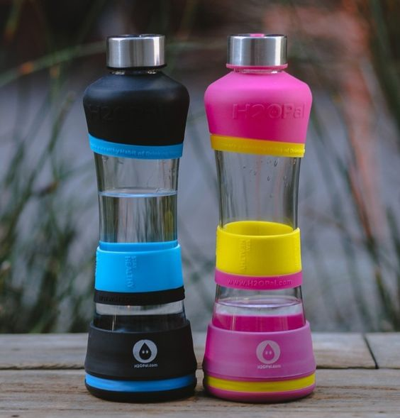 Automatically tracks your water intake and syncs it with your iPhone;Comes with a high-quality ergonomically designed borosilicate water bottle;Helps people with their health, diet and weight goals;Easy to use iPhone and Apple watch apps;Simple setup and works for months on a simple coin cell battery link: