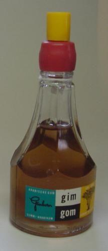 Gim Gom, lijm van Gimborn In een glazen flesje met zo'n schuin aflopende rood rubberen dop met een smal sleufje waar de lijm uitkwam als je ermee op papier drukte. Af te sluiten met de gele dop.