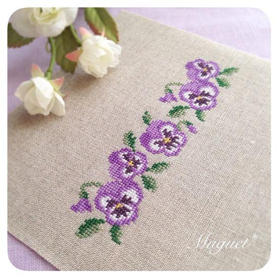. 色違いのパンジー。 パープルも可愛いです(^^) . . #刺繍 #クロスステッチ #パンジー #花 #手芸 #ハンドメイド #crossstitch #embroidery #handwork #handmade #diy #pansy #flower:
