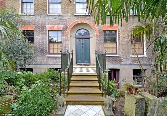 The five-bedroom mansion is known asMalplaquet House and can be found hidden by jasmine and wisteria plants off Mile End Road
