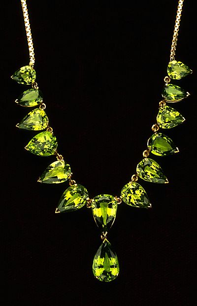 The absinthe-colored necklace is set with 14 pear-shaped faceted tsavorite garnets (rare and very prized brilliant green). They have a total weight of 30.79 carats and are a beautiful medium yellowish-green color.