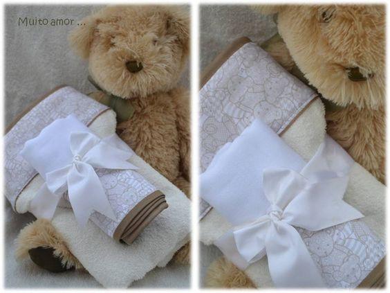 Toalha+com+capuz+forrada+com+tecido+fralda,+acompanha+mais+uma+toalha+fralda+com+o+mesmo+tecido+estampado. R$ 99,90