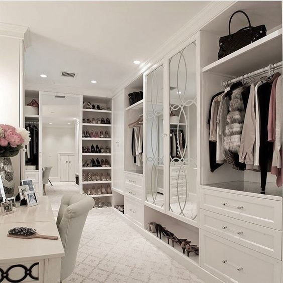 20 Dreamy Walk In Closet Ideas