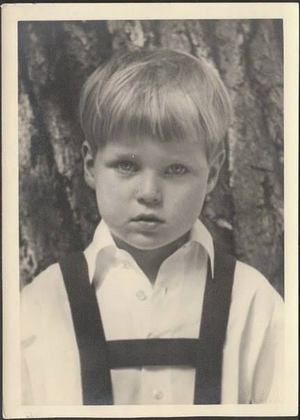 Prince Alexander of Hesse -Darmstadt,a cousin of Prince Charles,the current Prince of Wales.However he perished in a plane crash with his parents and elder brother Ludwig in 1937.