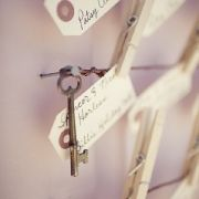 How can i incorporate skeleton keys into a vintage wedding?