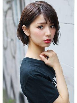 前下がりミディアムボブのヘアスタイルカタログ 可愛い髪型2018
