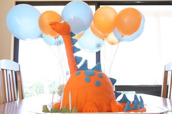 Dinosaur birthday cake for 3rd birthday party