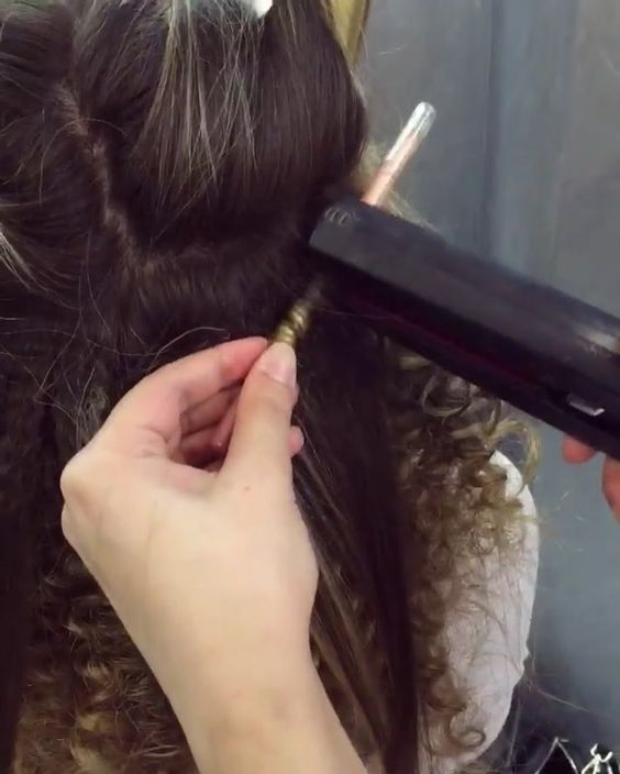 Hair by @wazhmulya ❤️ ⠀⠀ super tight curly hair tutorial