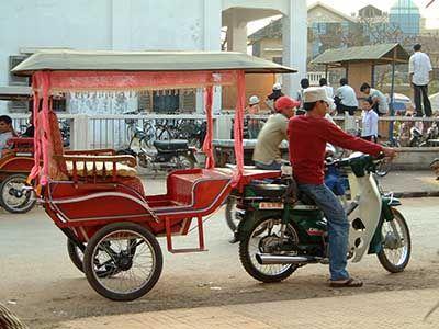 Xe Tuk Tuk là một loại xe ba bánh có gắn cabin