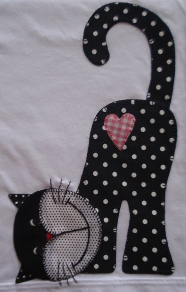 omg this is soooo cute! will be using this for a giving quilt, someone will just love this kitty Camiseta infantil com patchcolagem: