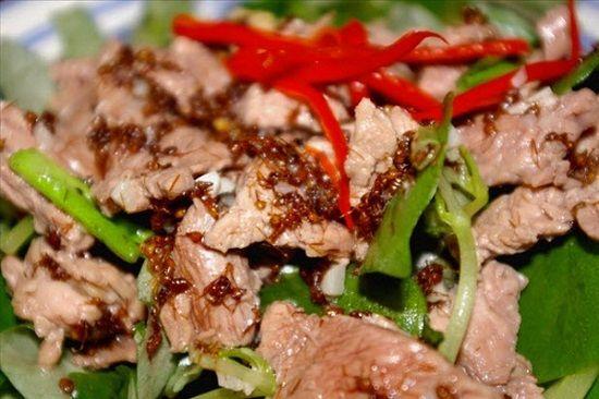 Thịt bò xào kiến - món ăn lạ nhưng cực ngon của ẩm thực Campuchia