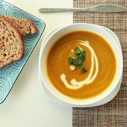 Foto da receita: Sopa de cenoura com coentro