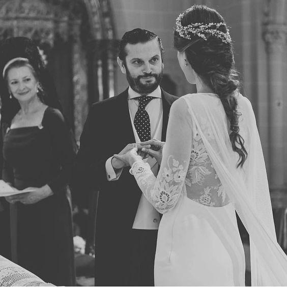 Vestidazo de @ohqueluna foto de @elenabau_fotografia y tocado de @cmmayz #wedding #bride #bridal  #blog #wedd #novia #boda #bodas #spain #noviasconestilo #style #deco #country #vintage #weddingdress #bridaldress #winter #2016 #february #fashion #bridal #vestidonovia #vestidodenovia #invitada #bridesmaid #vestidosdenovia #weddingplanner by lovelyfiancee