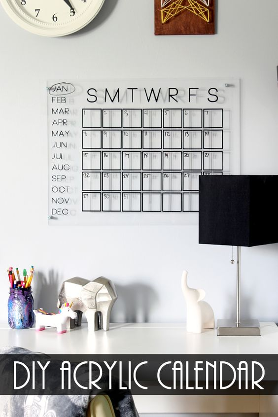 Make this DIY acrylic calendar