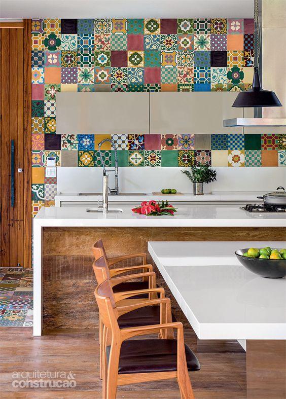 Estrutura de concreto abriga cozinha supercolorida em casa - Azulejos biselados 10x20 ...
