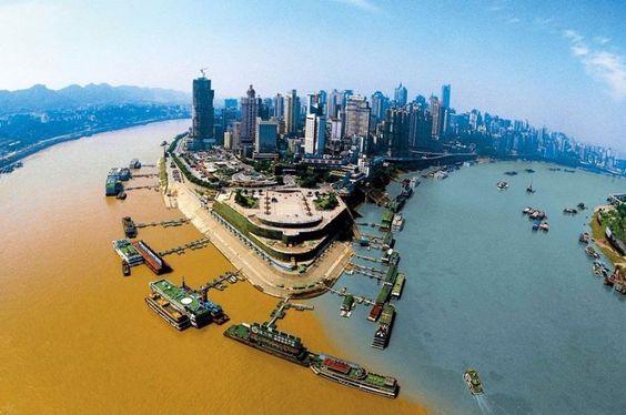 Rio Jialing e rio Yangtze, China.