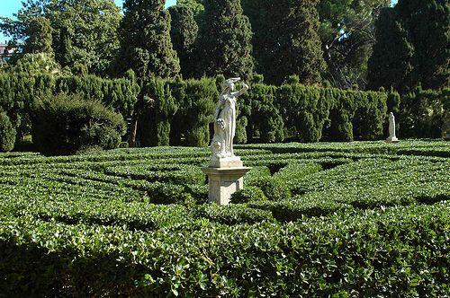 Valencia, parque Monforte. Instalación formal de jardín con esculturas