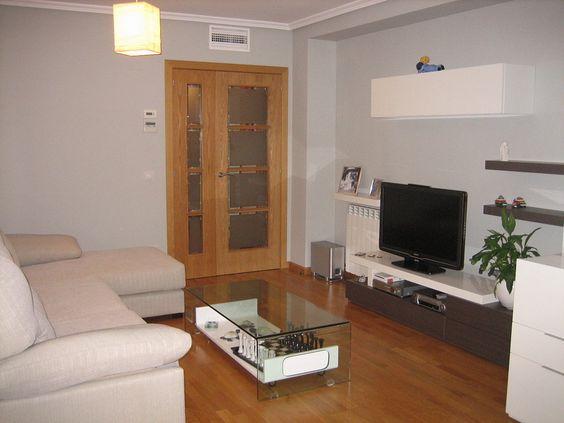 Paredes grises con muebles de salon blanco salones for Como decorar una pared gris