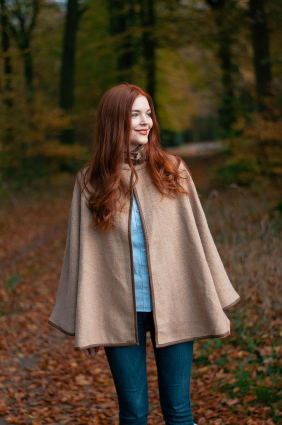 Autumnal outfit with camel cape #beautifulredhair