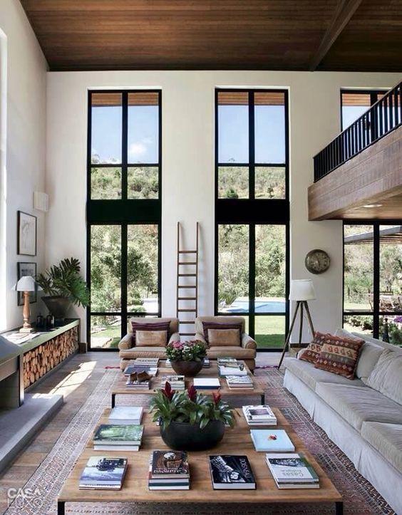 Interior - sala de estar com lareira