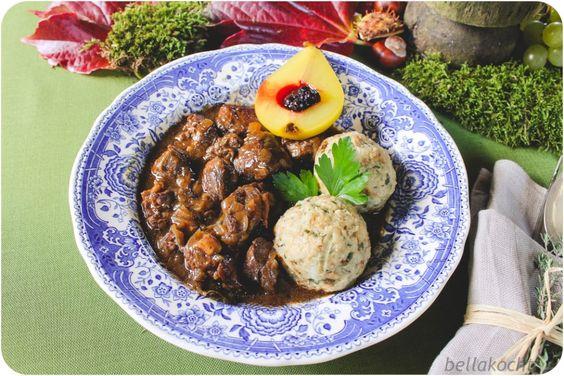 Wildschweingulasch mit Pilz-Semmelknödeln und Safranbirne (Reklame+Verlosung) | bellakocht
