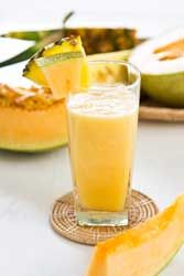 Smoothie Banane Ananas Melon une belle texture crémeuse pour un dessert frais et vitaminé