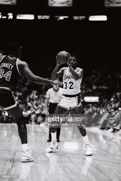 Fotografia de notícias : Magic Johnson of the Los Angeles Lakers brings...