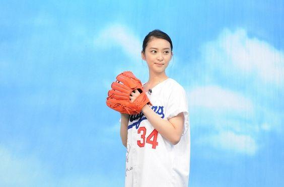 野球している武井咲