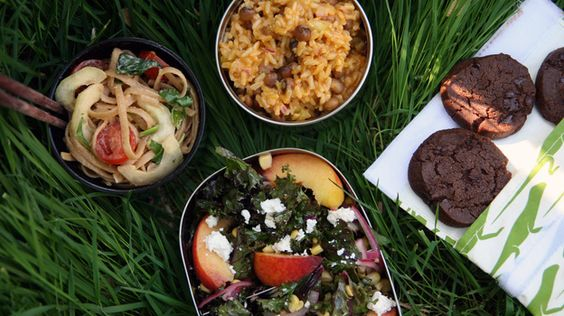 Picnic foods that will survive a hike (I can't wait to try the Kale, Peach, Corn And Feta Salad!)