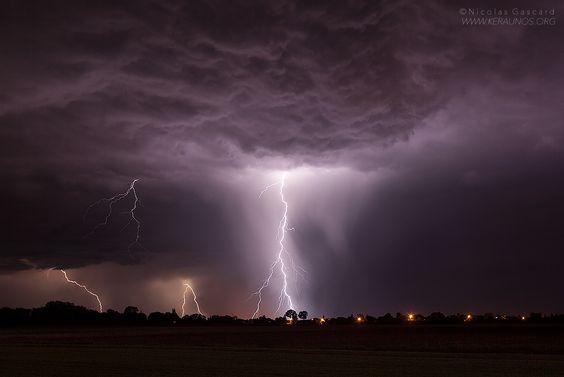 Suivi des orages en temps réel sur la France - Carte interactive - Grêle, pluie, rafales, tornade - KERAUNOS