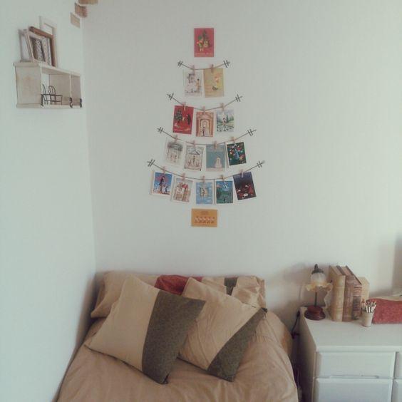 ポストカードを使って、壁にクリスマスツリー
