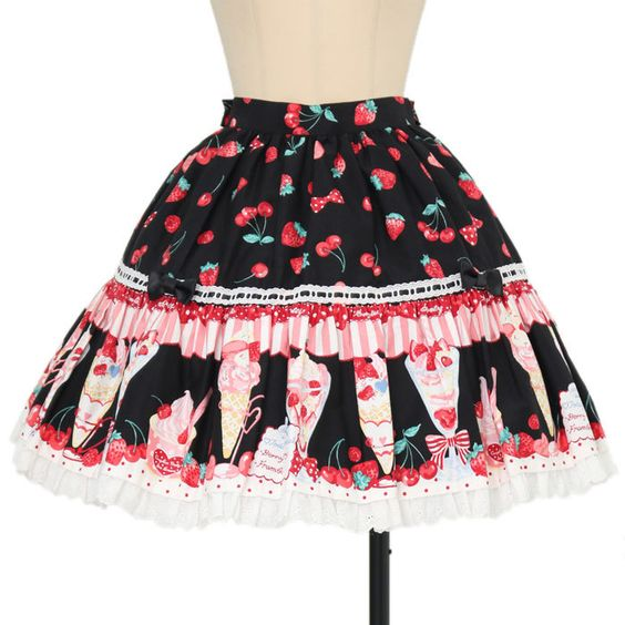 Worldwide shipping available ♪ Gothic & Lolita Fashion  Strawberries Style https://www.wunderwelt.jp/en  IOS application ☆ Alice Holic ☆ release Japanese: https://aliceholic.com/ English: http://en.aliceholic.com/