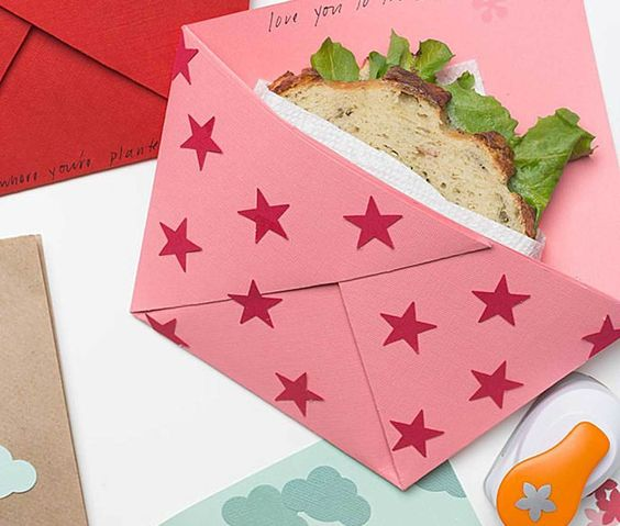 Learn how to take your kids' lunches to the next level with this school lunch note idea.  These Origami sandwich pockets will sure make your kids smile.