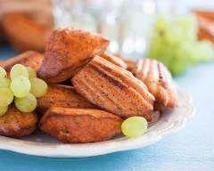 Madeleines - chorizo - jambon/olives - pesto/feta 110 g de farine 3 oeufs 1/2 sachet de levure 80 g de beurre salé 40 g de fromage sel, poivre