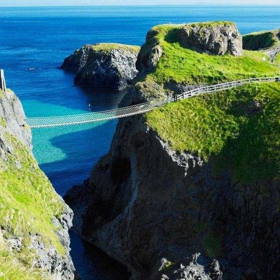 Carrick-a-rede Rope Bridge, County Antrim, Northern Ireland (Richard Semik)