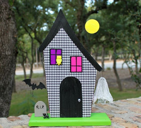 Learn how to make a 3D haunted house, complete with a floating ghost!  Cute, easy to make project that also glows in the dark!