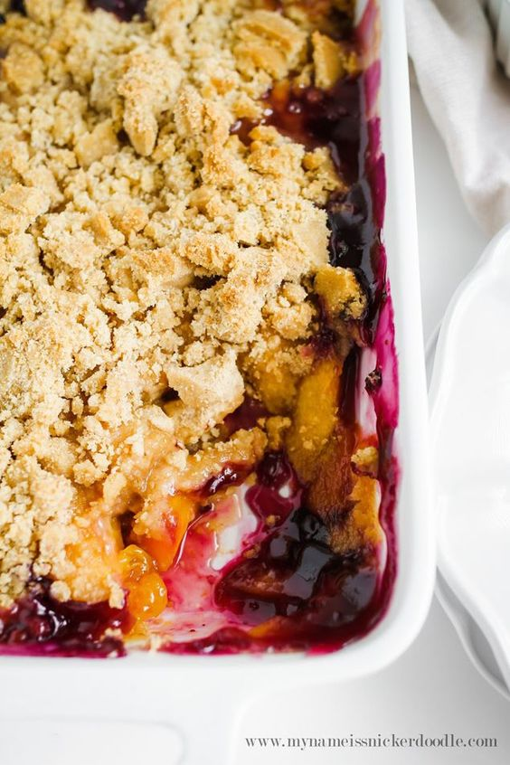 Delicious Peach and Blueberry Crisp