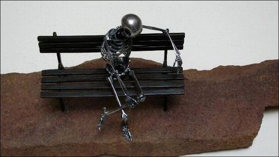 Saul Hernandez, Mexican sculptor who is making skeleton sculptures. His sculptures represent the character in different every day attitudes, playing golf or soccer, thinking, playing guitar or making love.: