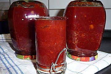 Apfel - Kirsch - Marmelade 350 g Kirschen 350 g Äpfel 350 g Gelierzucker 2:1 2 EL Zitronensaft 1 TL Zimt Kirschen entkernen, Äpfel schälen und entkernen. Obst mit Zitronensaft, Zimt in einen Topf geben. Gelierzucker zufügen und nach Packungsanleitung des Zuckers kochen.  In saubere Schraubgläser füllen, die Gläser verschließen und ein paar Minuten auf dem Deckel stehen lassen.