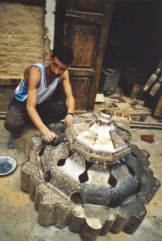 Metal worker Fez - Maroc Désert Expérience tours http://www.marocdesertexperience