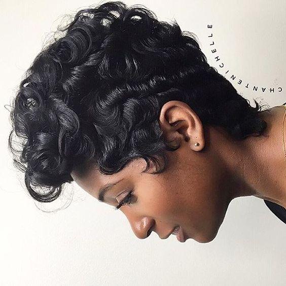 Loving these curls ➰ @scissorhappychante ❤️✂️ #voiceofhair #shorthair #curlyhair…